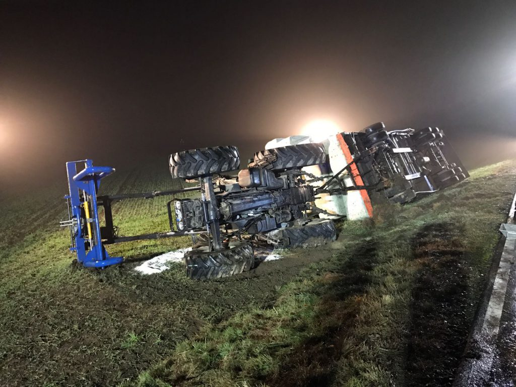 20161111-umgestuerzter-traktor-1