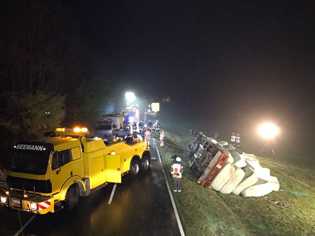 20161111-umgestuerzter-traktor-2